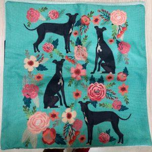 Cojín tela de saco flores y perros