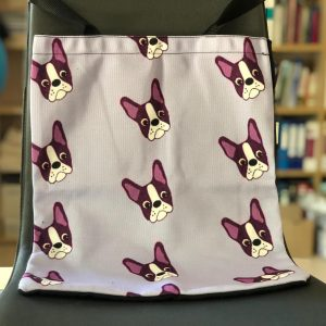 Bolsa con frontal fondo lila y estampado Boston Terrier