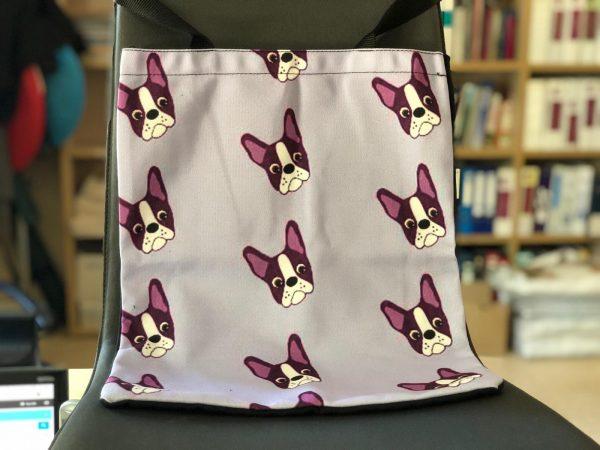 Bolsa con frontal fondo lila y estampado Boston Terrier