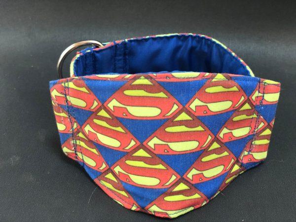 Collar Martingale con estampado Superman